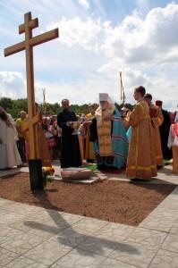 освящение закладного камня ныне покойным епископом Хрисанфом летом 2010
